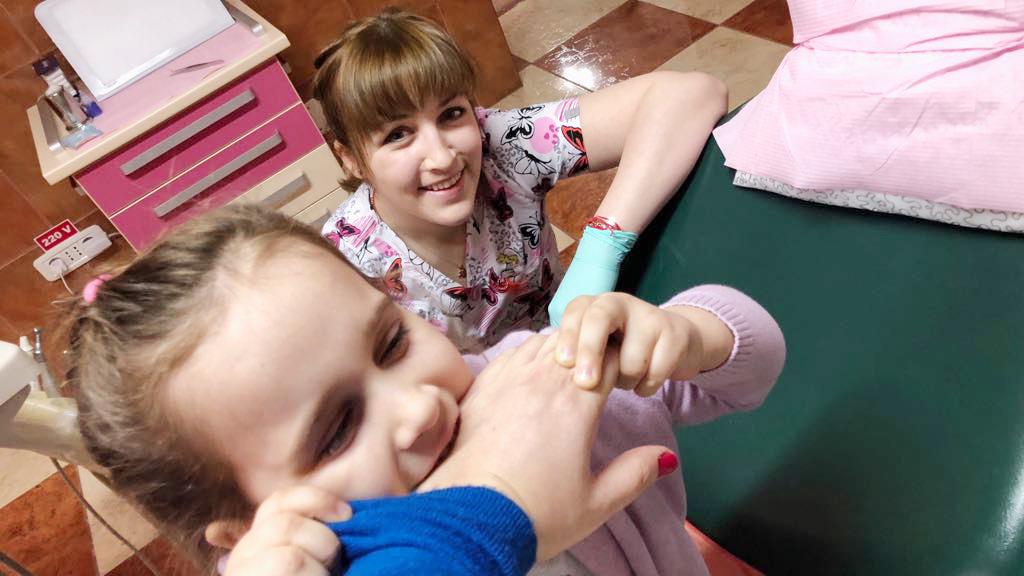 """Oana Barbuceanu, Medic Stomatolog: """"Acord incredere pacientilor, pentru a primi incredere"""""""