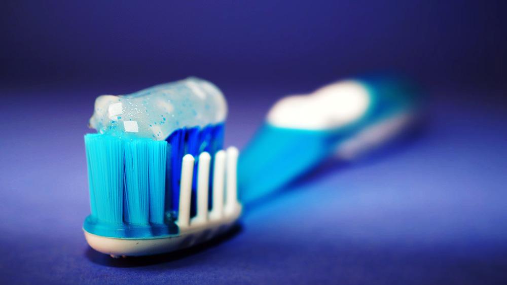 Ghid Healthy Teeh – Cum sa alegi periuta de dinti (si sa o ingrijesti)