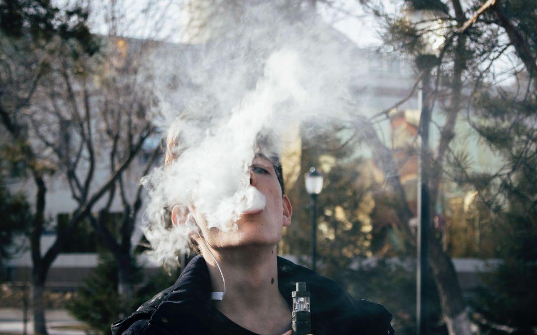Obisnuiesti sa fumezi tigari electronice? Citeste asta intai.